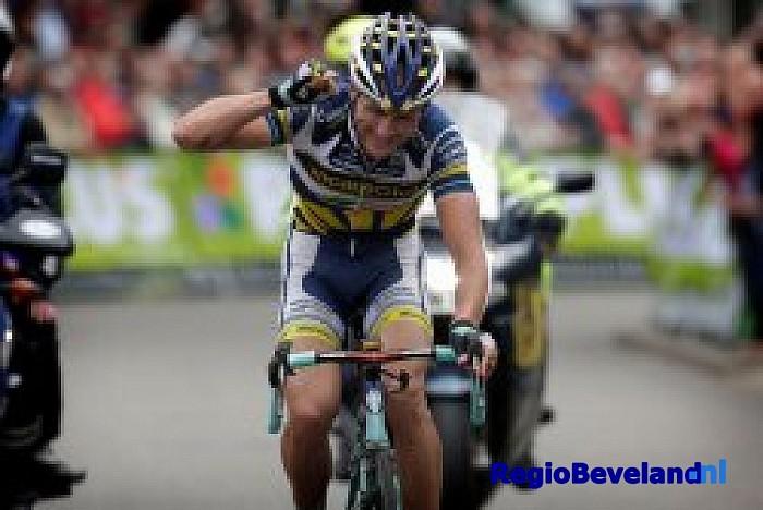Johnny Hoogerland winnaar van NK wielrennen op de weg - Foto: Eigen foto
