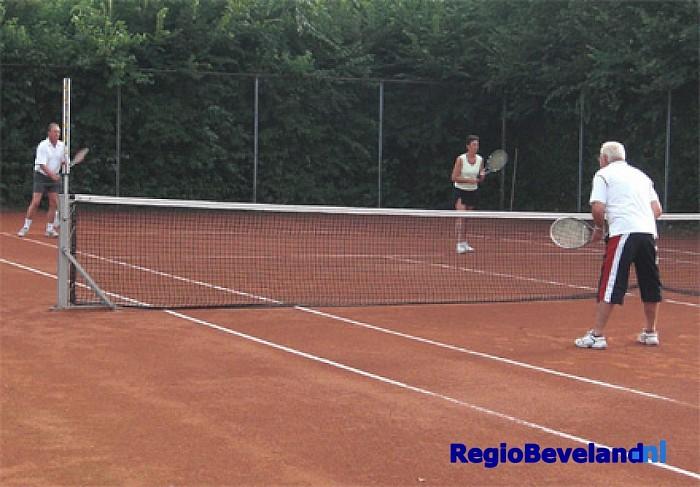 Tennisclinic voor 50-plussers bij Tennisvereniging Kapelle - Foto: Eigen foto