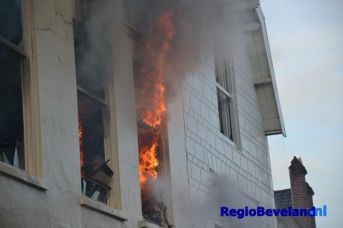 Zeer grote brand in de Magdalenastraat te Goes [update] - Foto: Victor Beekman
