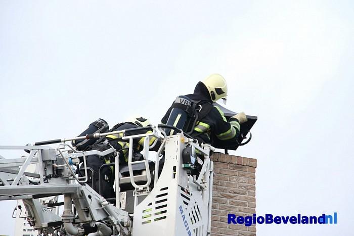 Schoorsteenbrand in woning aan Noordstraat Kapelle - Foto: Marcel Kloet