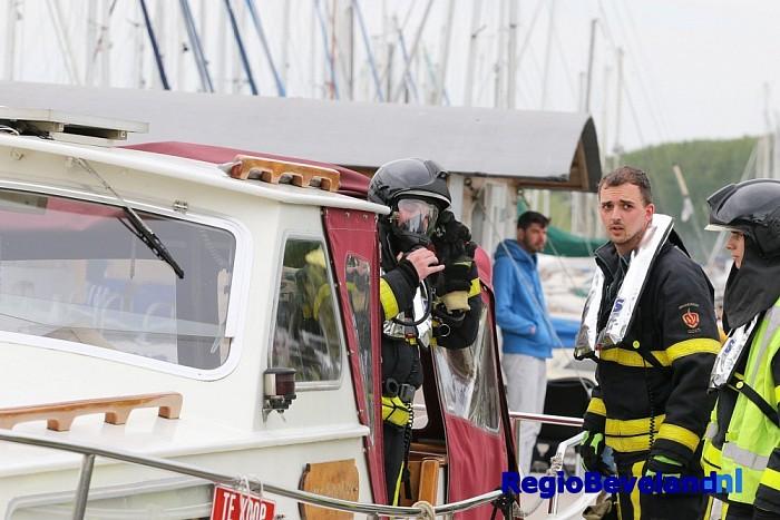 Scheepvaartbrand in sluis Goese Sas Wilhelminadorp - Foto: Marcel Kloet