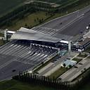 Bestuurder (24) crasht tegen tolpoortje Westerscheldetunnel