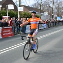Yoeri Havik solo over de finish van de ZLM Tour te Goes