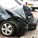 Vrouw (79) gewond na auto tegen gevel te Heinkenszand