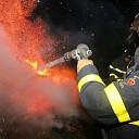 Felle brand in berm aan de Schengeweg bij Wolphaartsdijk