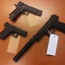 Nepwapens gevonden in drietal woningen na anonieme tip