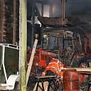 Brandende tractor in schuur aan de Oudelandseweg