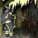 Brandende coniferenhaag in Couwervestraat te Goes