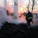 Houten palen in brand aan de Stadhoekweg te Kapelle
